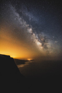 stqrs-night-sky-over-sea-coast